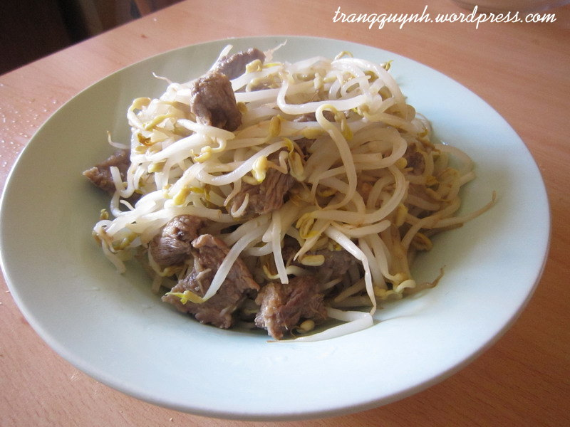 Stir-fried beef with bean sprouts 1