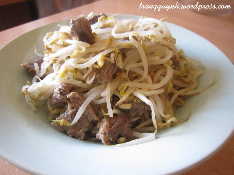 Stir-fried beef with bean sprouts 2