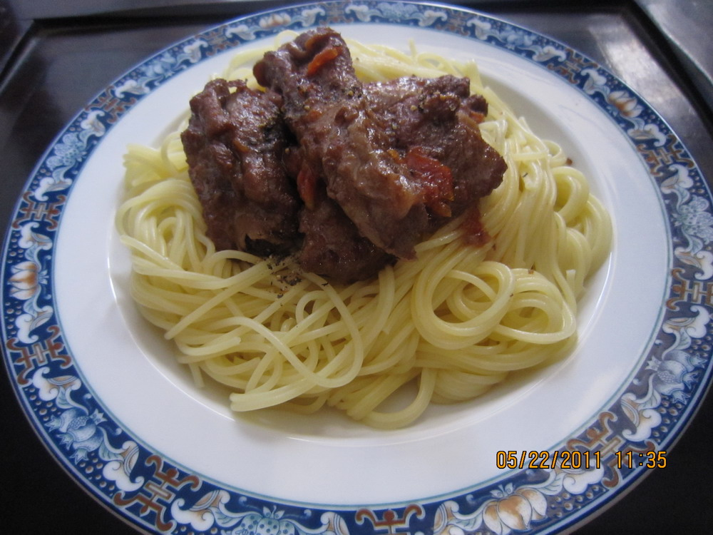 Angel hair pasta with ribs and red wine sauce